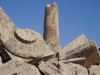 The Old Time, a majestic temple column G, 16 meters high.