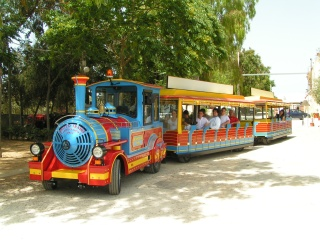 The train Ercolino plays all day shuttle service and transport tourists through the streets of Marinella of Selinunte